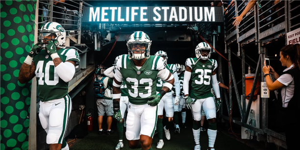 How The New York Jets Engage with Real-Time, Thumb-Stopping Photography